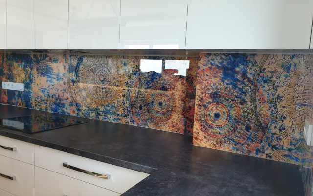 panel szklany kuchnia abstrakcja biala kolorowa