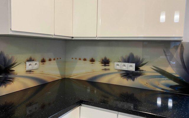 panel szklany kuchnia abstrakcja lilia kwiat woda 01