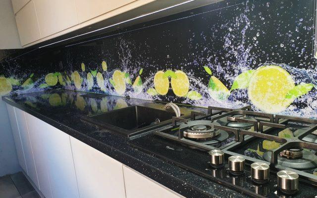 panel szklany kuchnia czarne cytryna woda 01