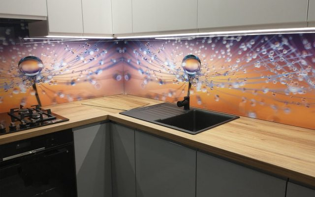 panel szklany kuchnia dmuchawce krople rosa