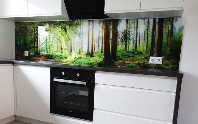 panel szklany kuchnia las drzewa