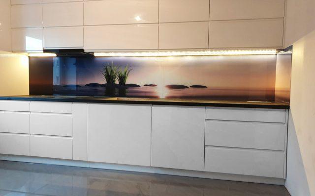 panel szklany kuchnia lilia kamien woda abstrakcja