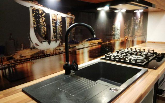 panel szklany kuchnia miasto