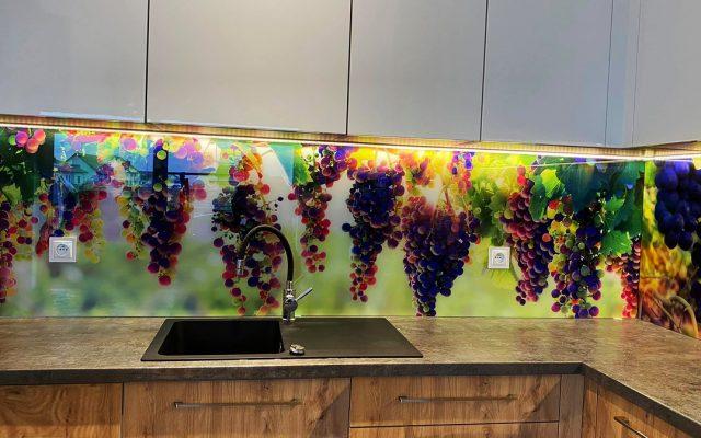 panel szklany kuchnia owoce winogrono kolorowe drewno 01