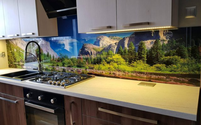 panel szklany kuchnia rzeka las zielony gory optiwhite