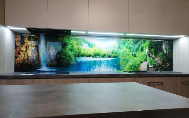 panel szklany kuchnia rzeka las zielony wodospad optiwhite