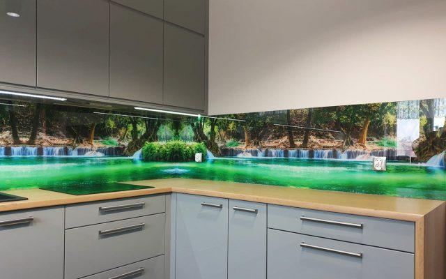 panel szklany kuchnia wodospad zielony rzeka woda las 01