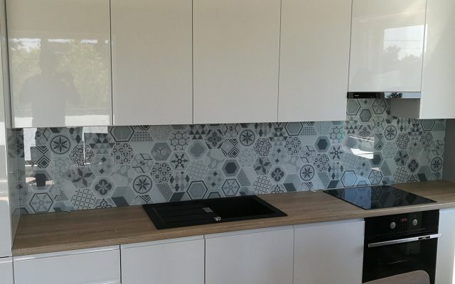 panel szklany kuchnia wzor abstrakcja szary