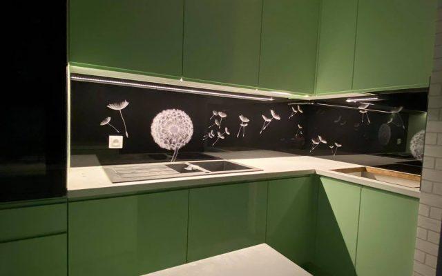 panel szklany kuchnia zieleony dmuchawce czarny