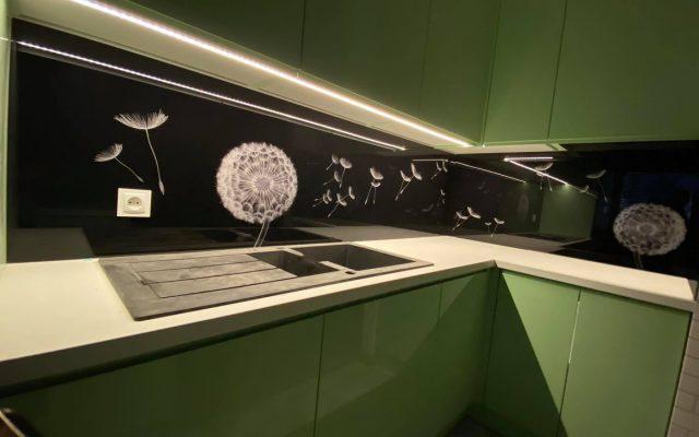 panel szklany kuchnia zieleony dmuchawce czarny bialy