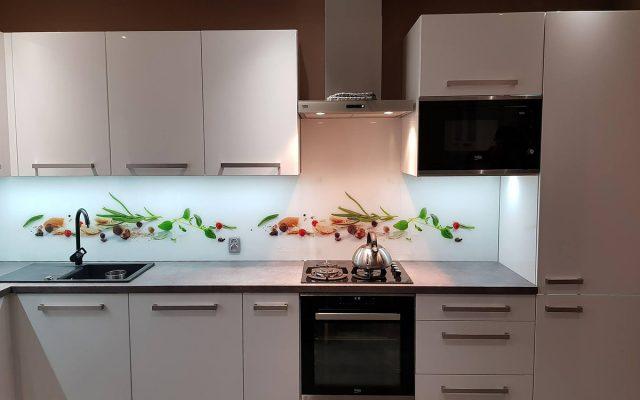 panel szklany kuchnia ziola biala