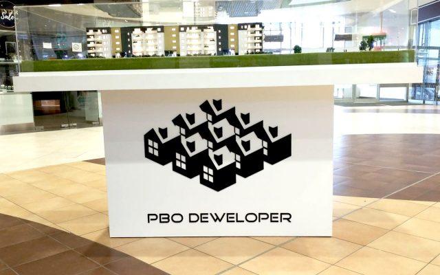 logo z czarnej plexi ciecie laser pbo deweloper leszno